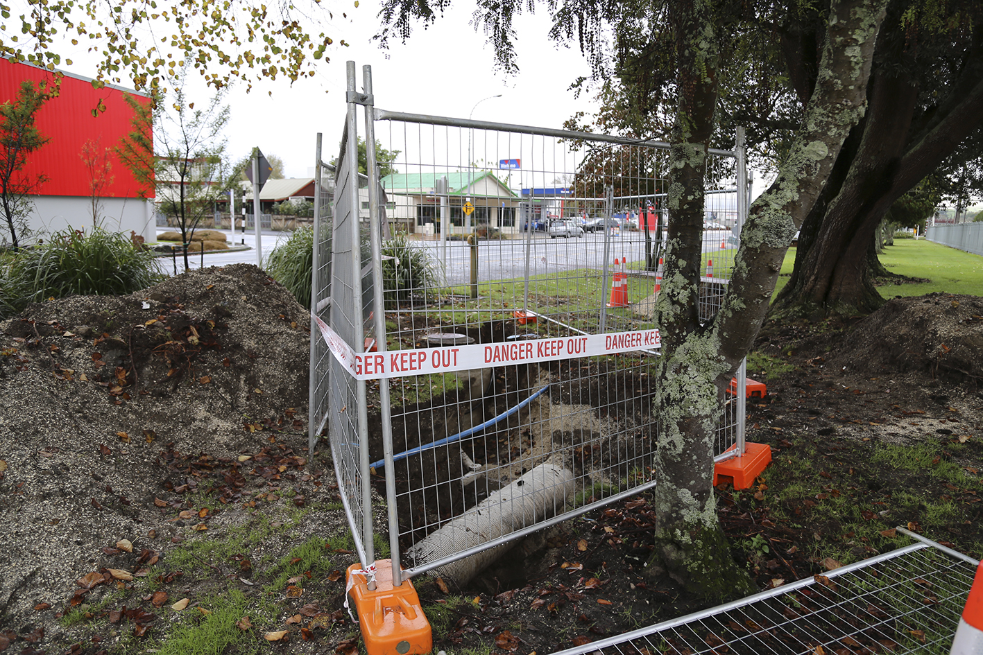 WDC is replacing the sewer pipe that runs under the railway lines from Carroll Street to Rora Street Te Kuiti.